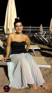 curvy salad outfit maxi gonna skirt dress riccione holiday beach style infradito sandali flat brunette curvyblogger curvygirl beach optic